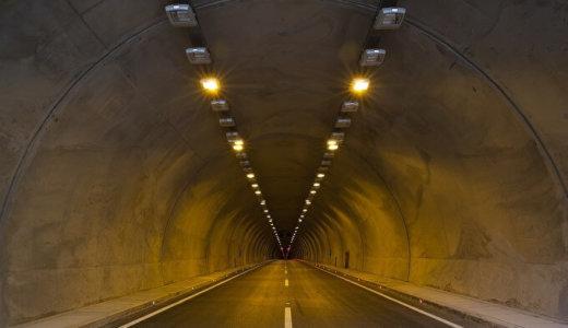 トンネル内でのライト点灯は義務?無灯火は違反?意外な事実が判明!